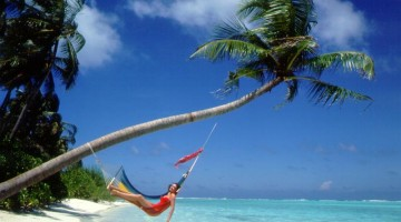 girl_on_beach_hammock_maldives